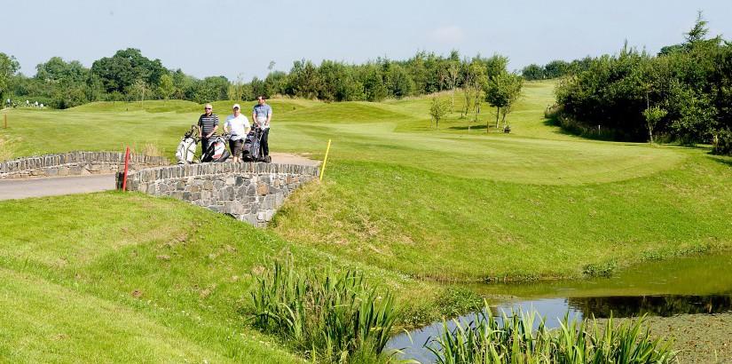 Golfing at Castlereagh Hills