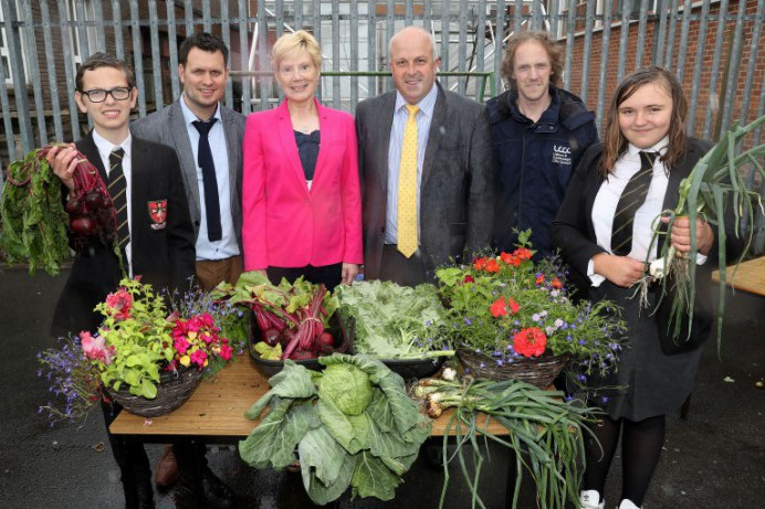 Council Visits Local School Horticultural Club