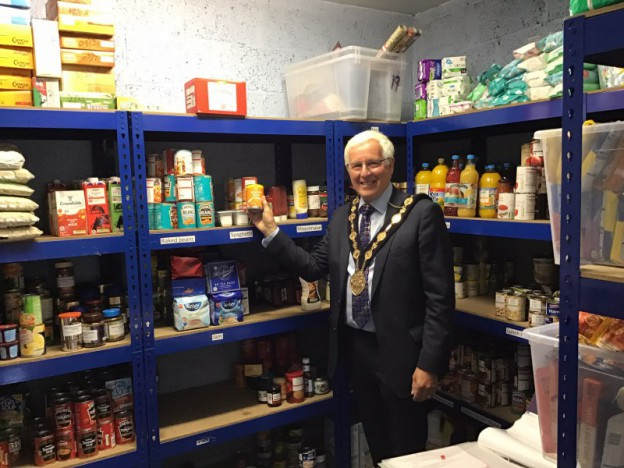 Mayor Visits Local Foodbanks and Community Groups