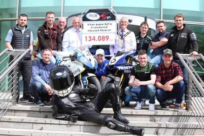 Stage set for another epic shoulder to shoulder battle at the 2017 MCE Ulster Grand Prix